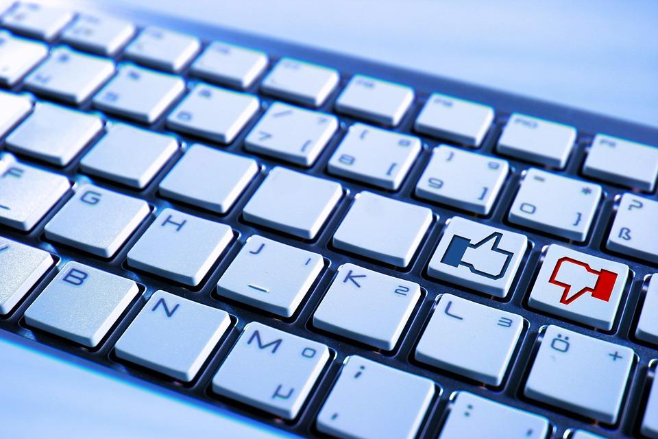 Sí, todavía quedan perfiles de Facebook que deberían ser páginas. Descubre cómo convertirlos.