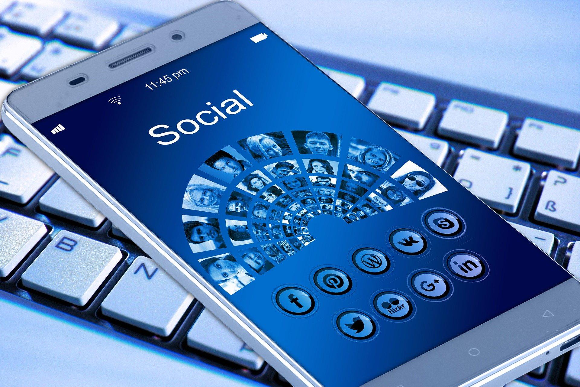 Fotos de portada en Facebook y encabezados en Twitter y Linkedin: qué debemos hacer